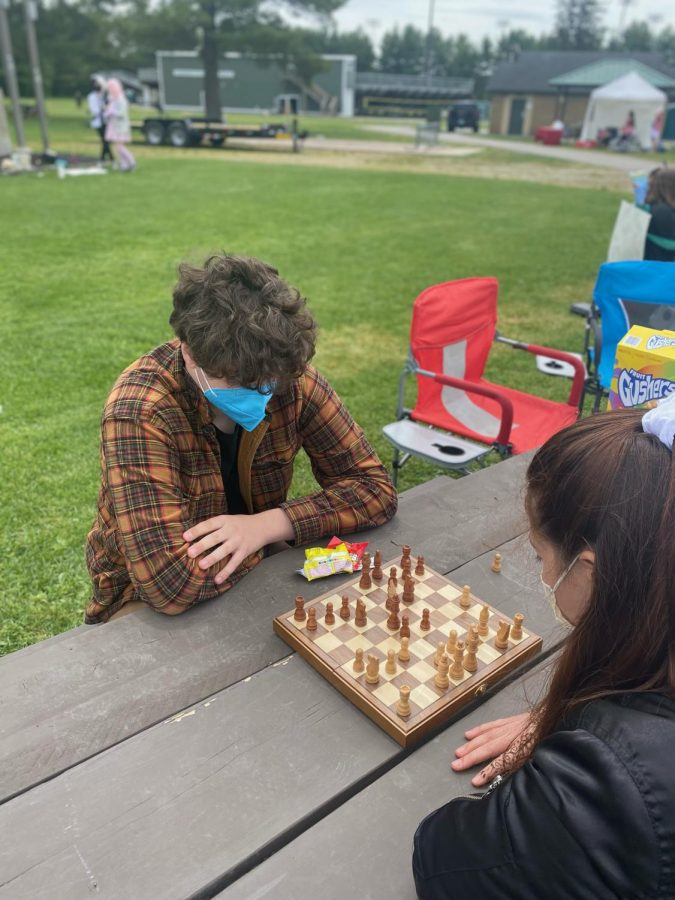 Sophomore+Will+Richards+challenged+several+students+to+chess